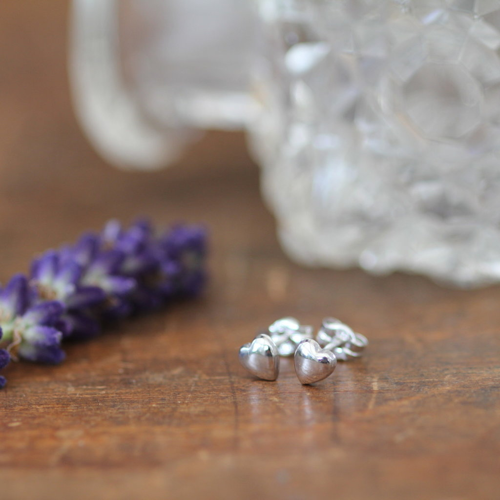 DARCY White Gold Petite Heart Earrings