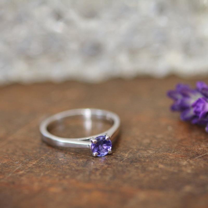 DAISY White Gold Tanzanite Ring
