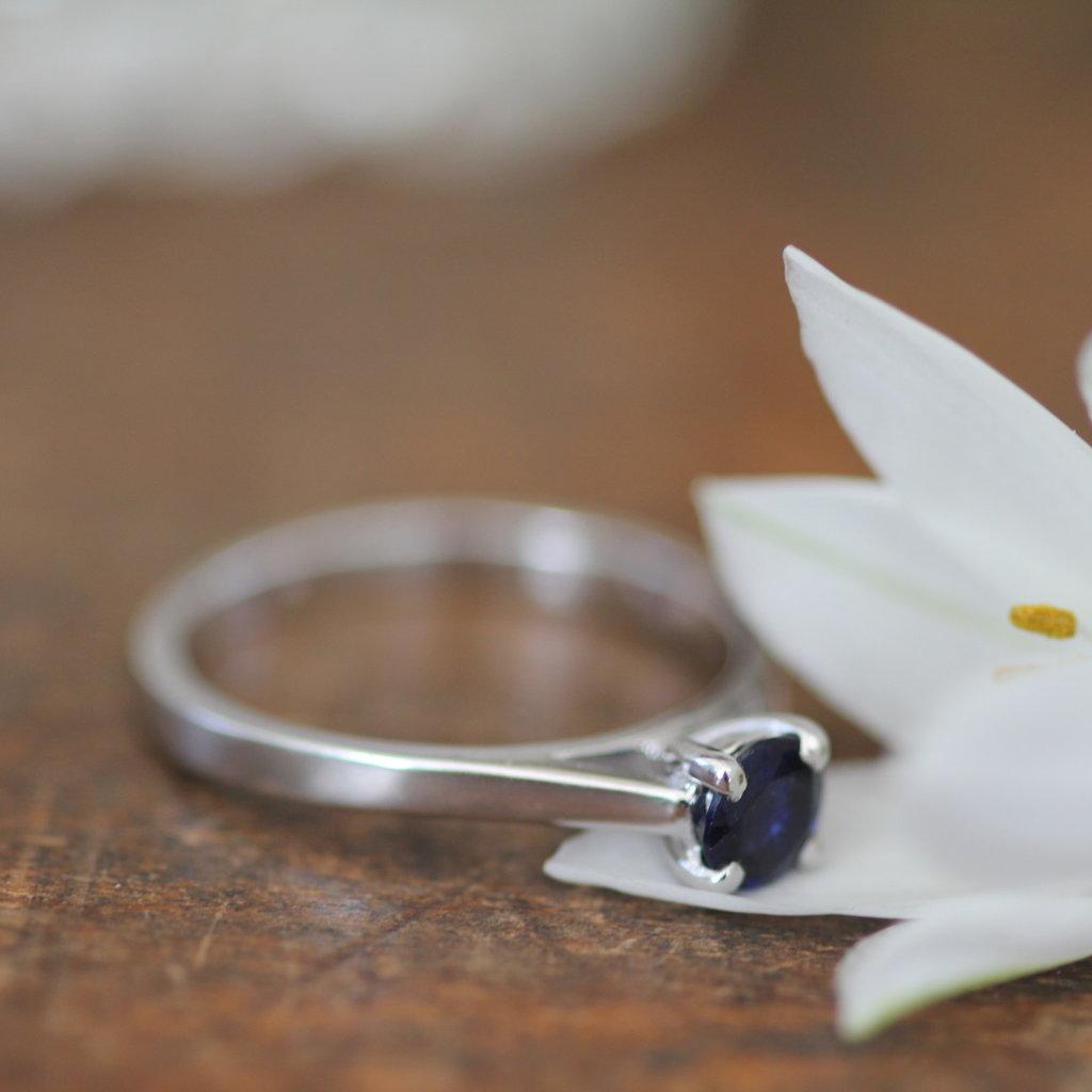 Supernova White Gold Blue Sapphire Ring