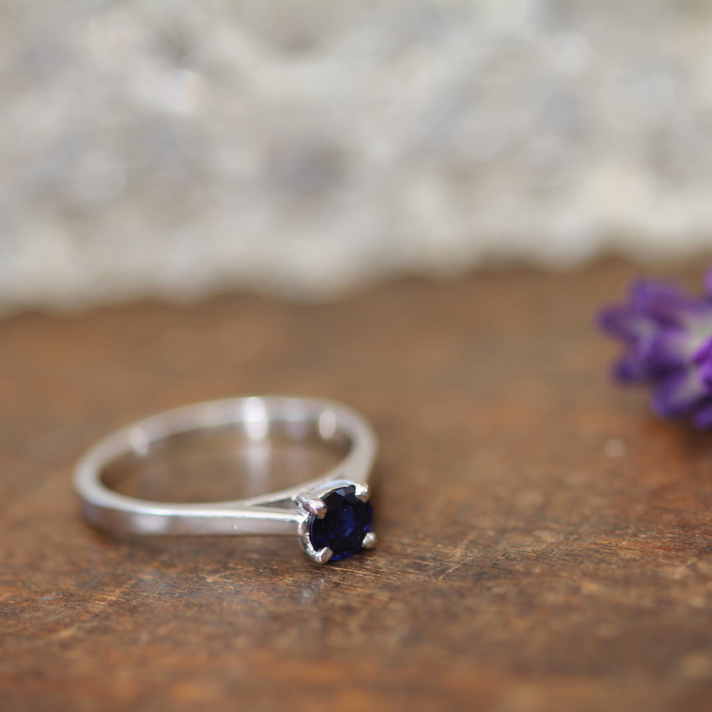 Joulberry Supernova White Gold Blue Sapphire Ring