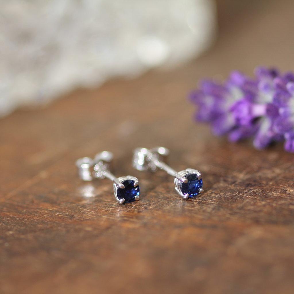 DAISY Sapphire White Gold Stud Earrings