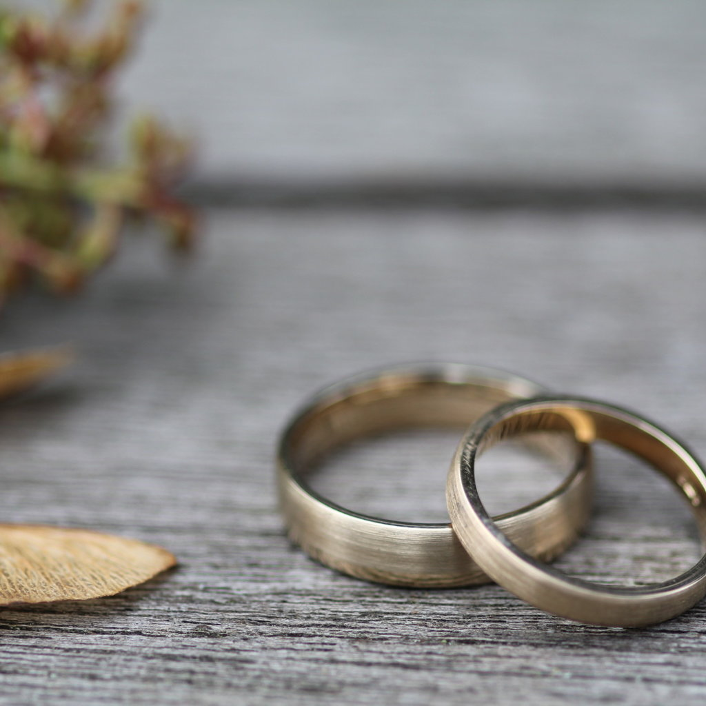 Joulberry Gold Infinity Wedding Rings