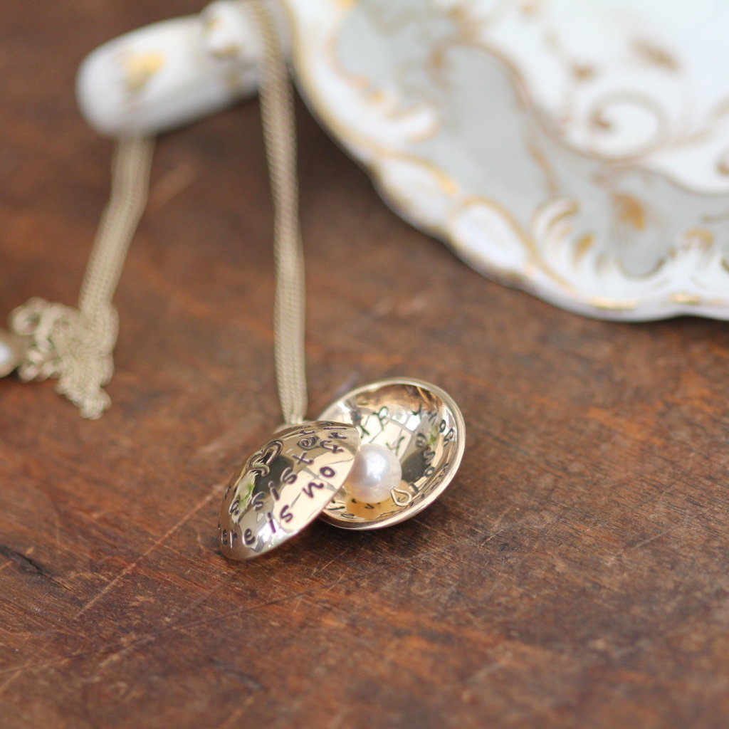 Joulberry Personalised Gold Love Locket