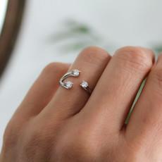 LUNA White Gold Diamond Venus Ring