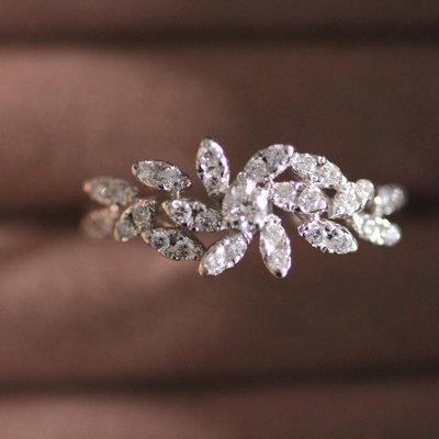 White Gold Vogue Ottice Diamond Ring