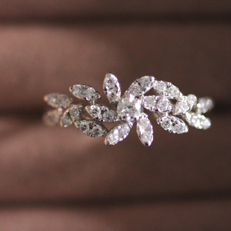 BLOSSOM White Gold  Floral Diamond Ring