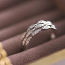 BLOSSOM White Gold Diamond Trillium Ring