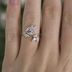 BLOSSOM White Gold Diamond Swallowtail Ring