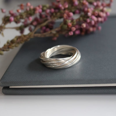 Joulberry Amor Silver Embrace Ring
