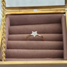 Gold Monique Star Diamond Ring