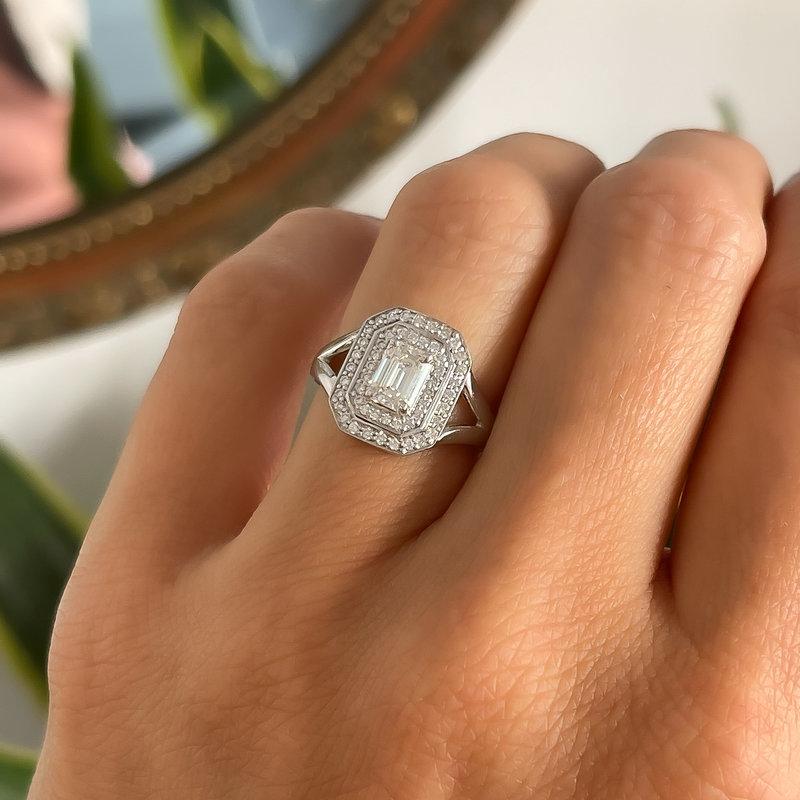 GATSBY White Gold Emerald Cut Diamond Eveline Ring