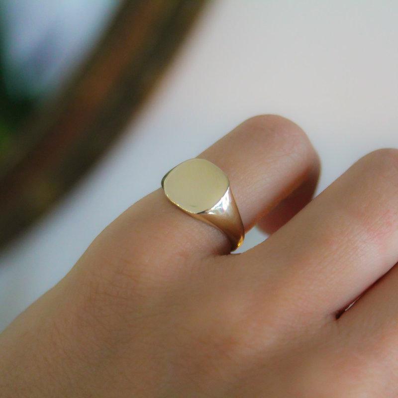 METRO Gold Cushion Signet Ring