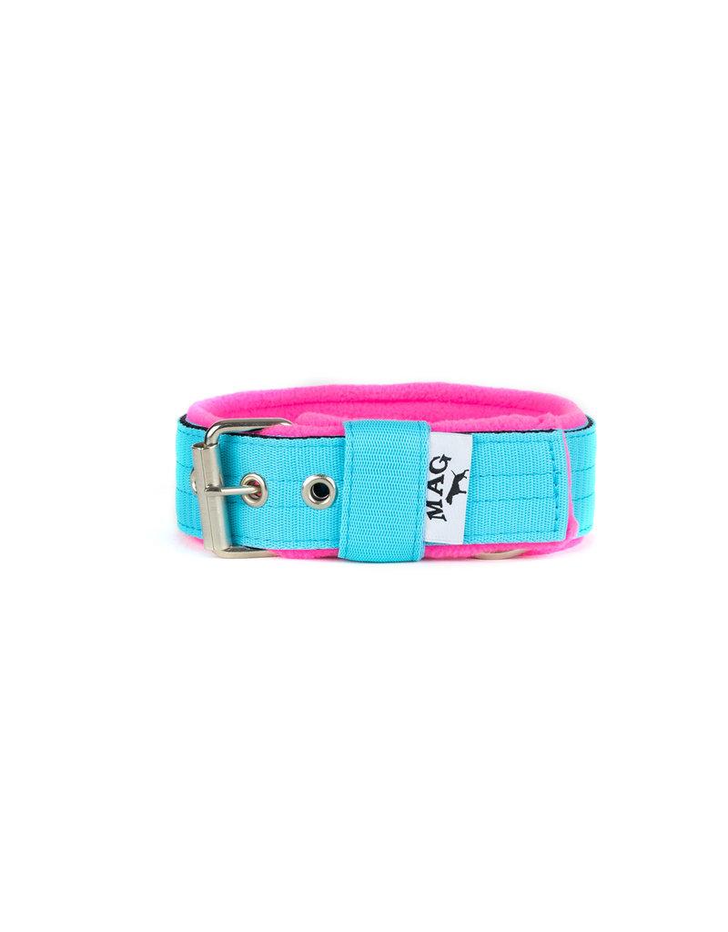 MAG MAG halsband met fleece lichtblauw neon roze