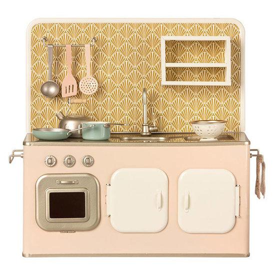 Maileg Maileg metal kitchen with kitchenware powder pink