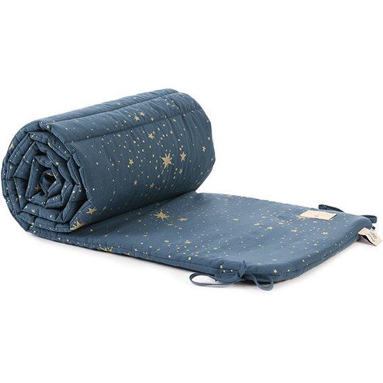 Nobodinoz tipi en accessoires Nobodinoz cot bumper Gold Stella - Night Blue