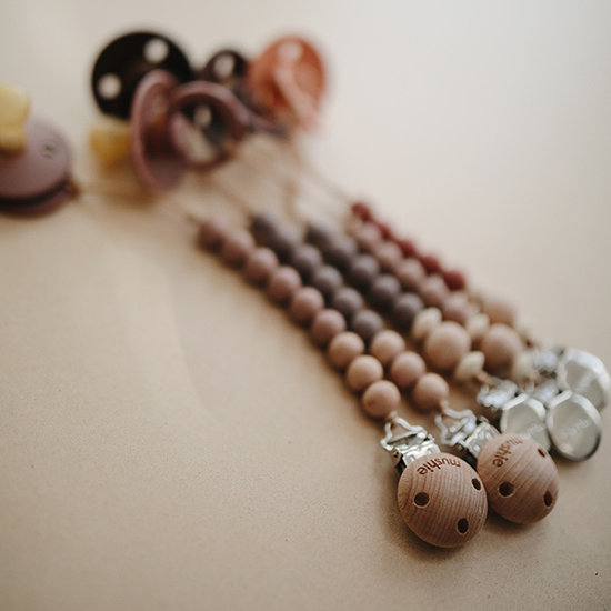 Mushie Mushie pacifier clip Cleo - wood and wood