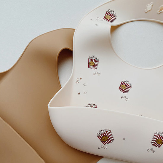 Konges Slojd Konges Slojd silicone bibs Popcorn Light Brown