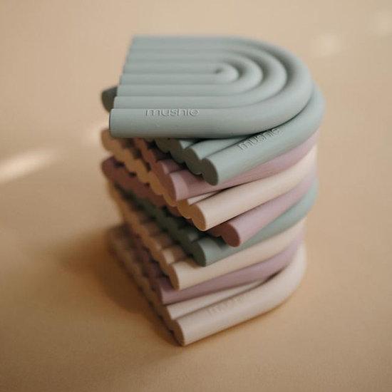 Mushie Mushie bijtring Rainbow cambridge blue