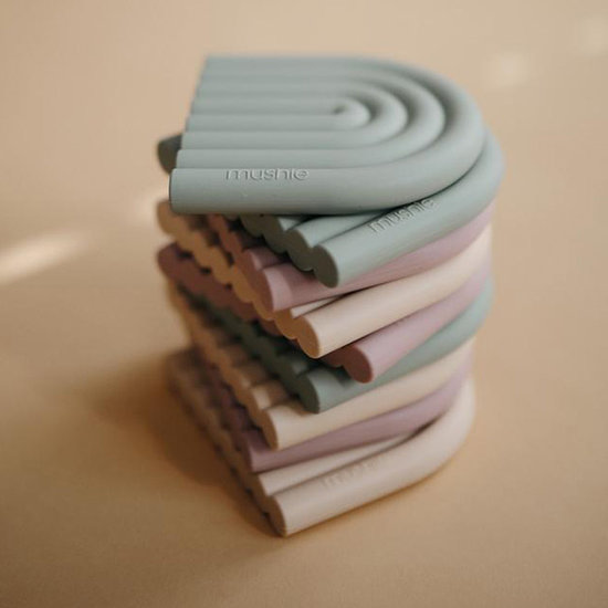 Mushie Mushie teether Rainbow cambridge blue