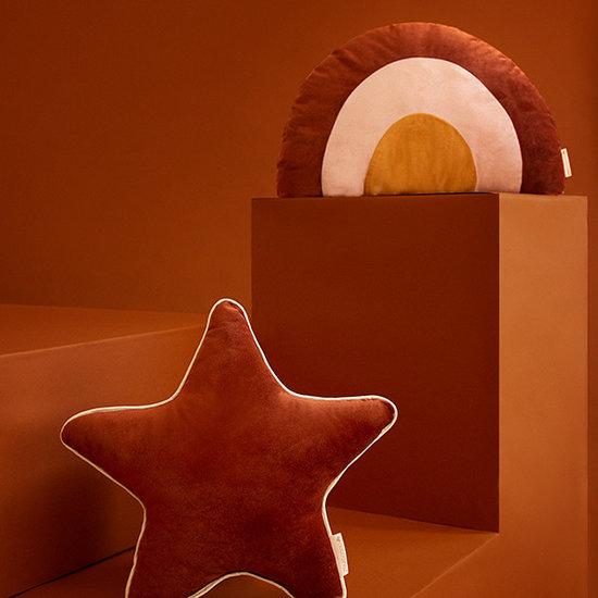 Nobodinoz tipi en accessoires Star cushion Aristote Wild Brown Nobodinoz