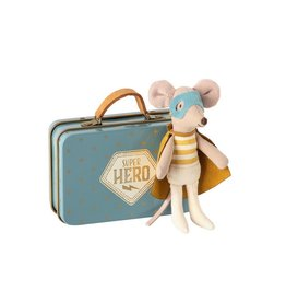 Maileg Knuffel Superhero Mouse in suitcase