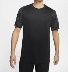 Nike Tshirt strike