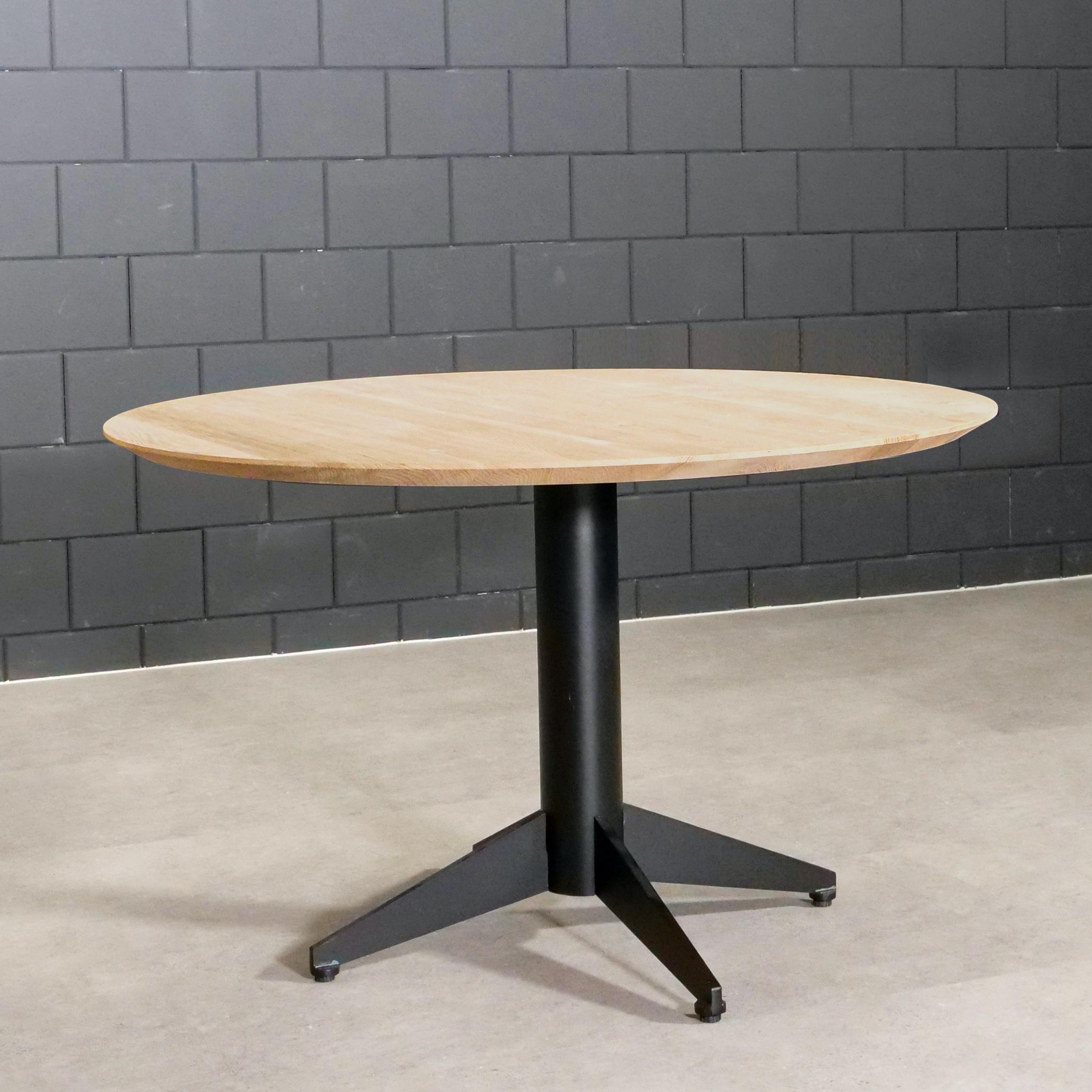 Tischplatte Wildeiche rund - 3 cm dick - mit Schweizer Kante - Asteiche (rustikal) - mit abgeschrägten Kanten - Eiche Tischplatte rund massiv - Verleimt & künstlich getrocknet (HF 8-12%)