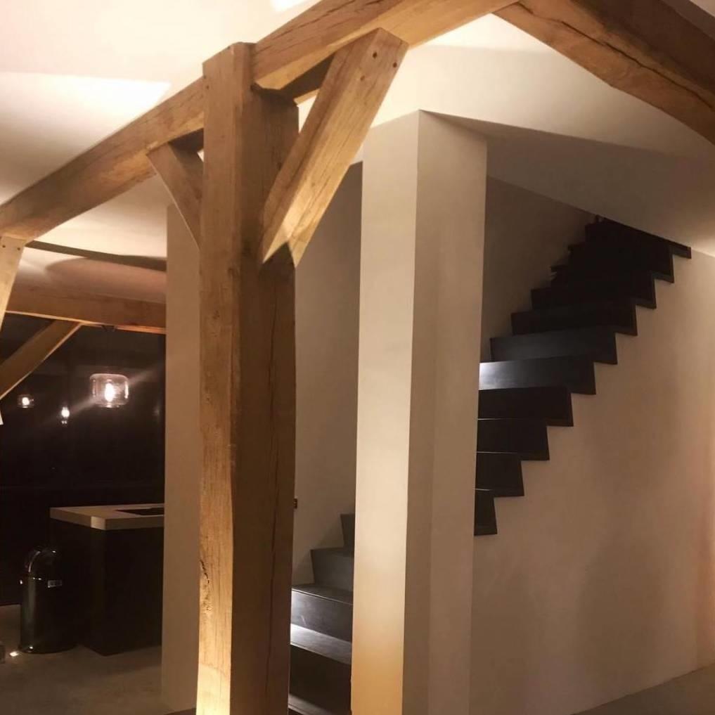 Alte Eichenbalke (gealtert) 90x90 mm - Gehobelt und gebürstet- Europäisches Eichenholz rustikal - natürlich getrocknet (HF 20-25%)