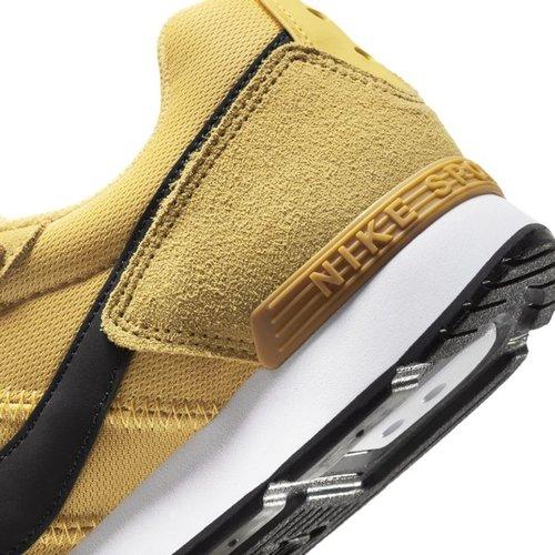 Nike Nike Venture Runner Suede Geel Zwart