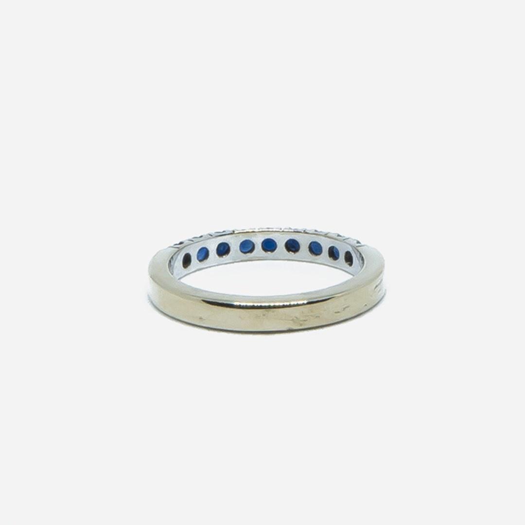 Ring witgoud met 9 donkerblauwe steentjes-3