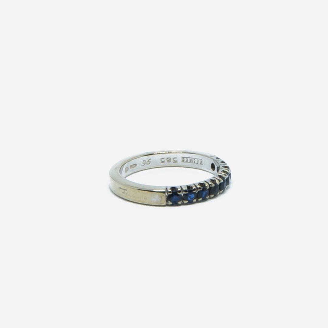 Ring witgoud met 9 donkerblauwe steentjes-4