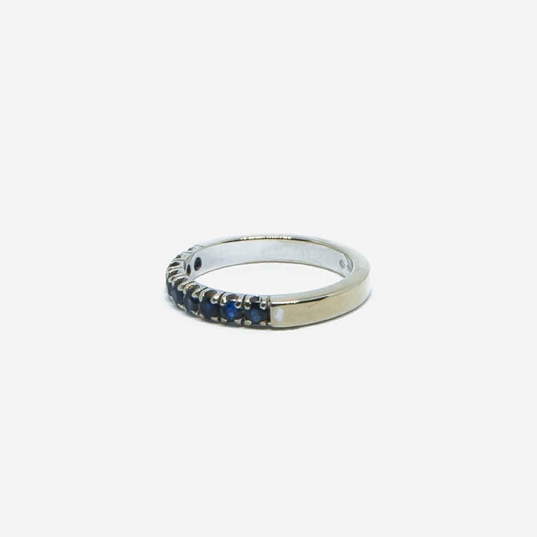 Ring witgoud met 9 donkerblauwe steentjes-5