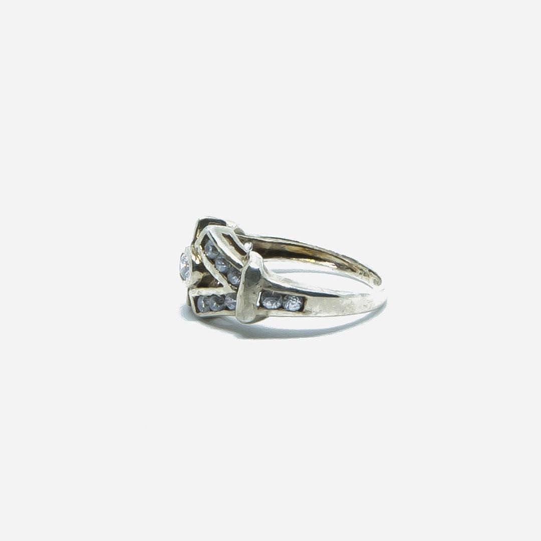 Ring V vorm met witte steentjes-2