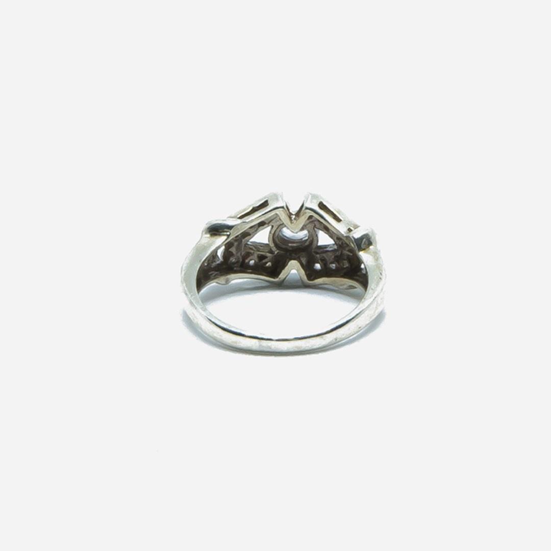 Ring V vorm met witte steentjes-4