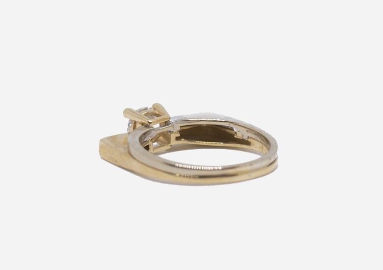 Ring bicolor met grote steen-5