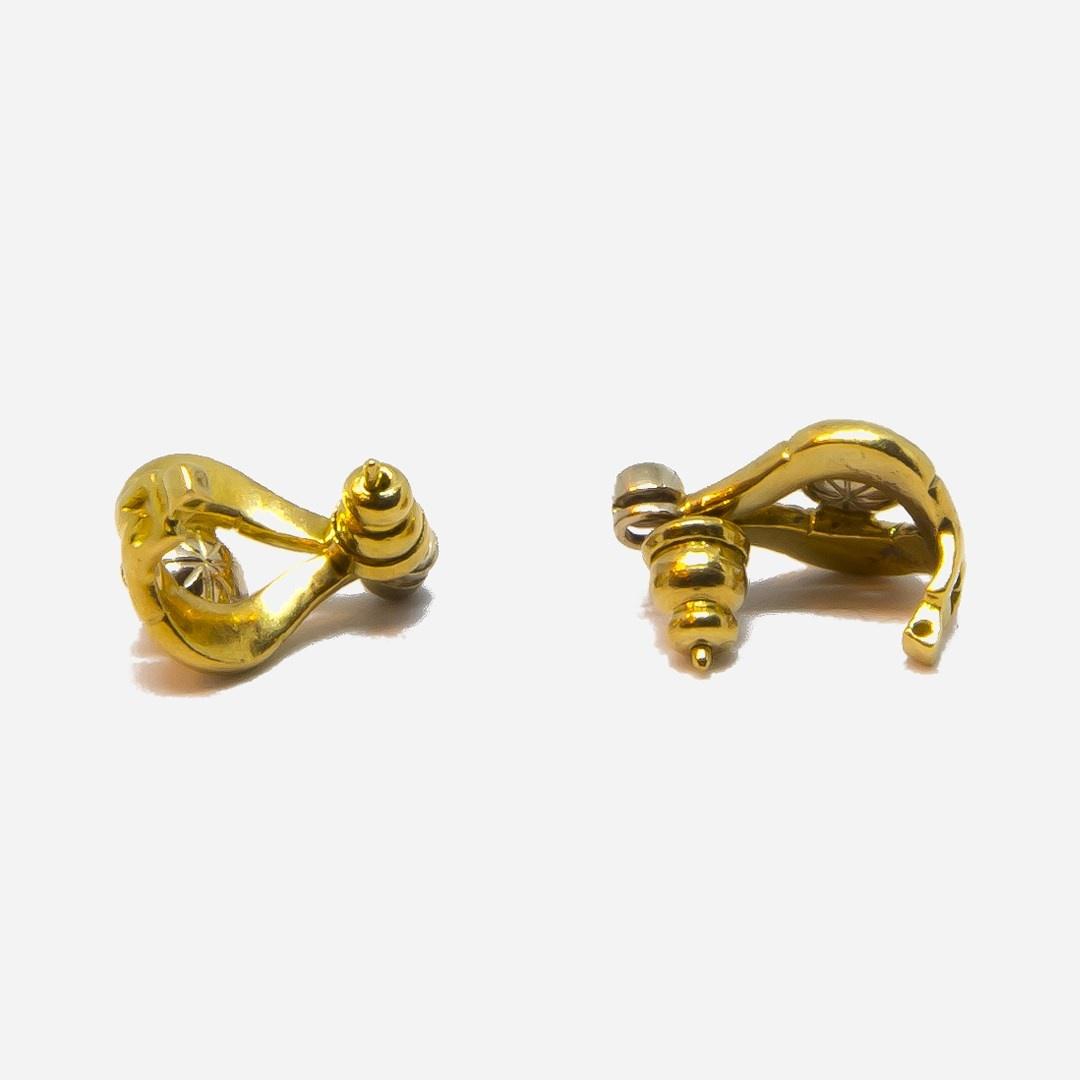 Oorbellen boogjes met parel en diamant-3