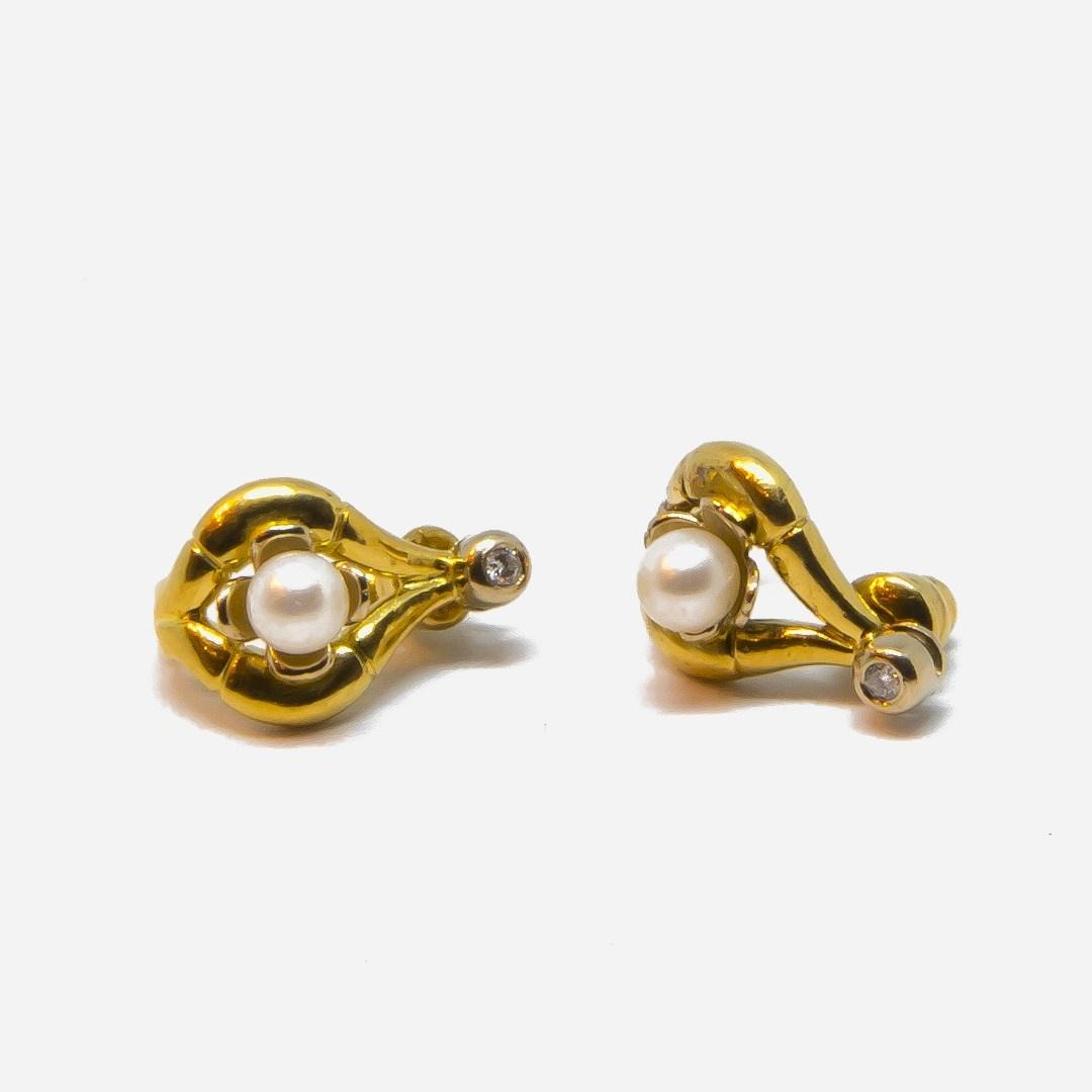 Oorbellen boogjes met parel en diamant-4
