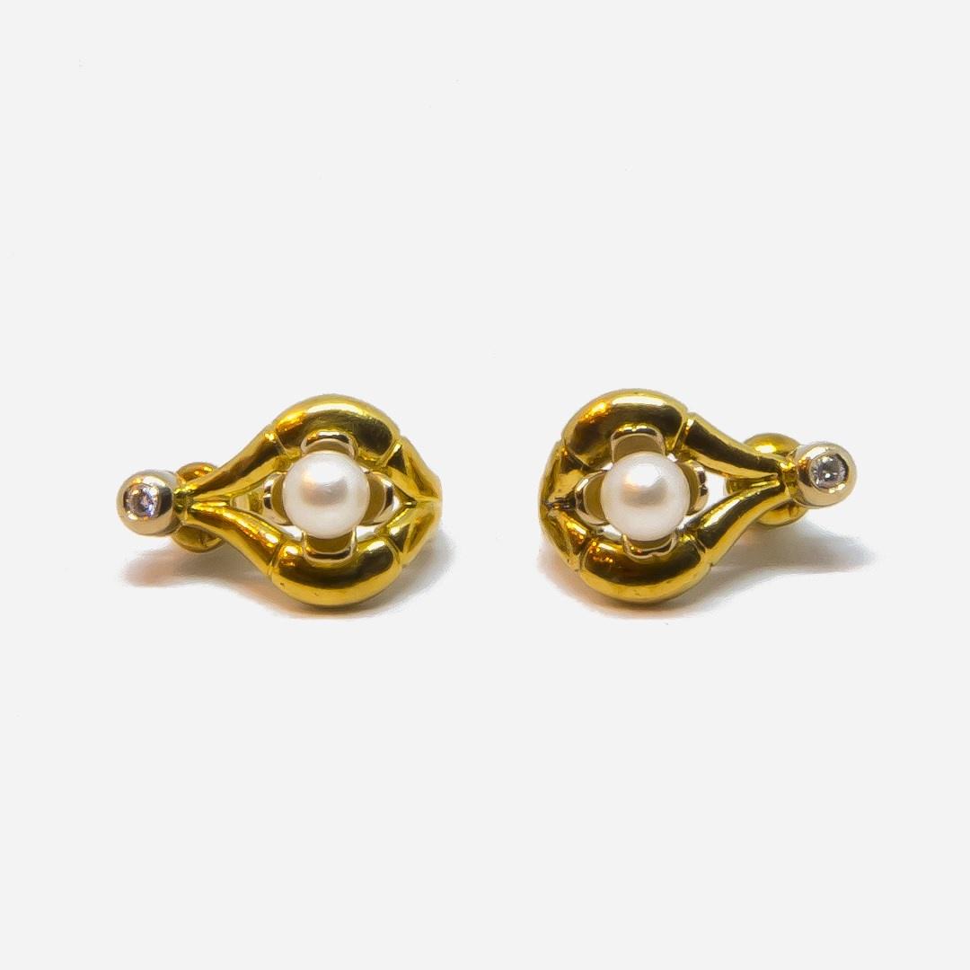 Oorbellen boogjes met parel en diamant-2