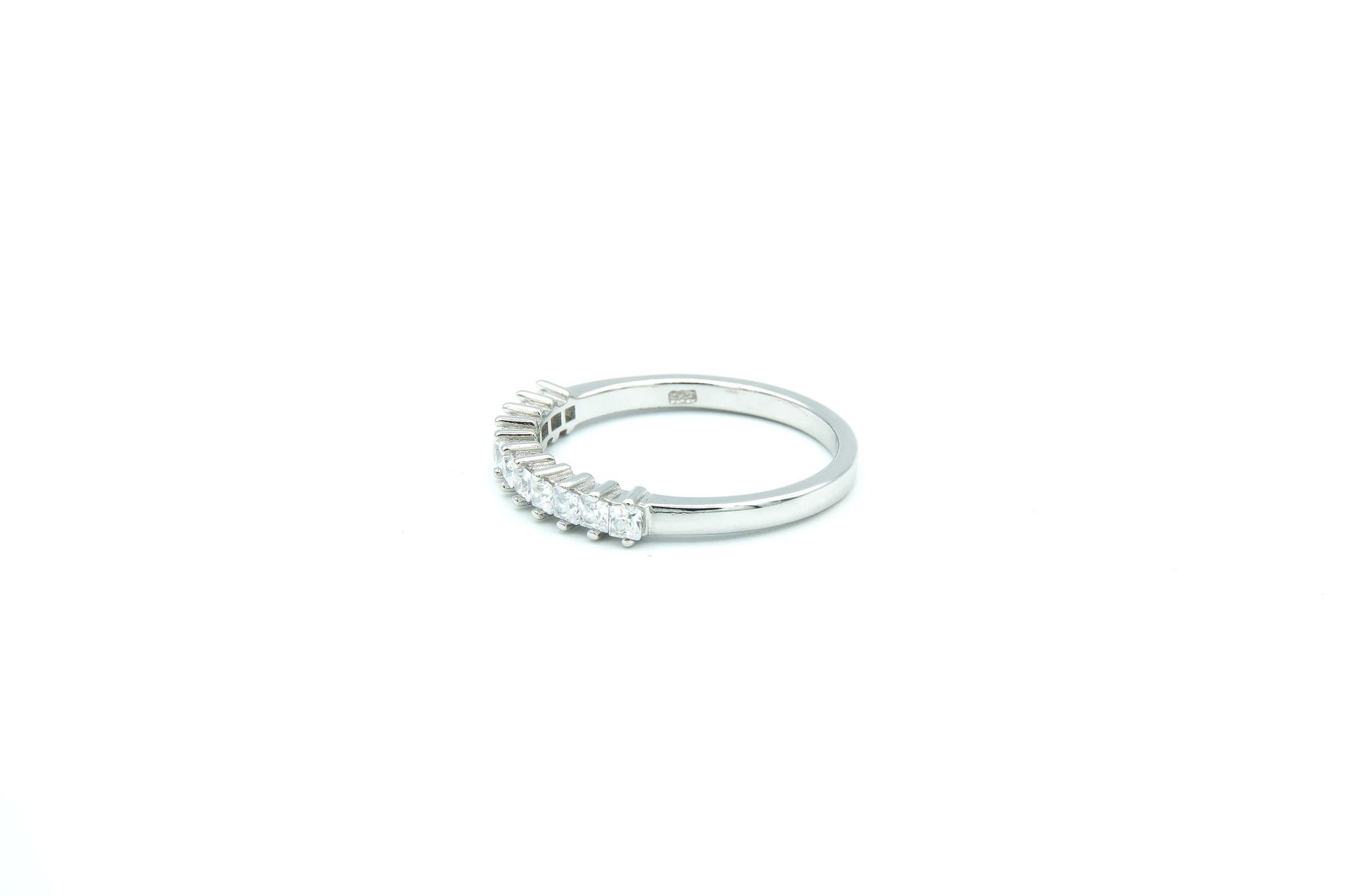 Ring met vierkante zirkonia's op een rijtje zilver-3