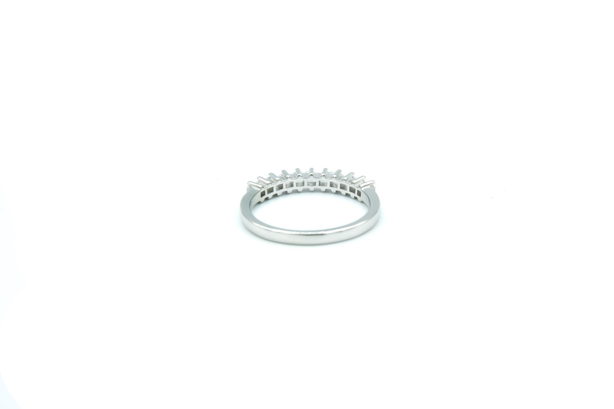 Ring met vierkante zirkonia's op een rijtje zilver-4