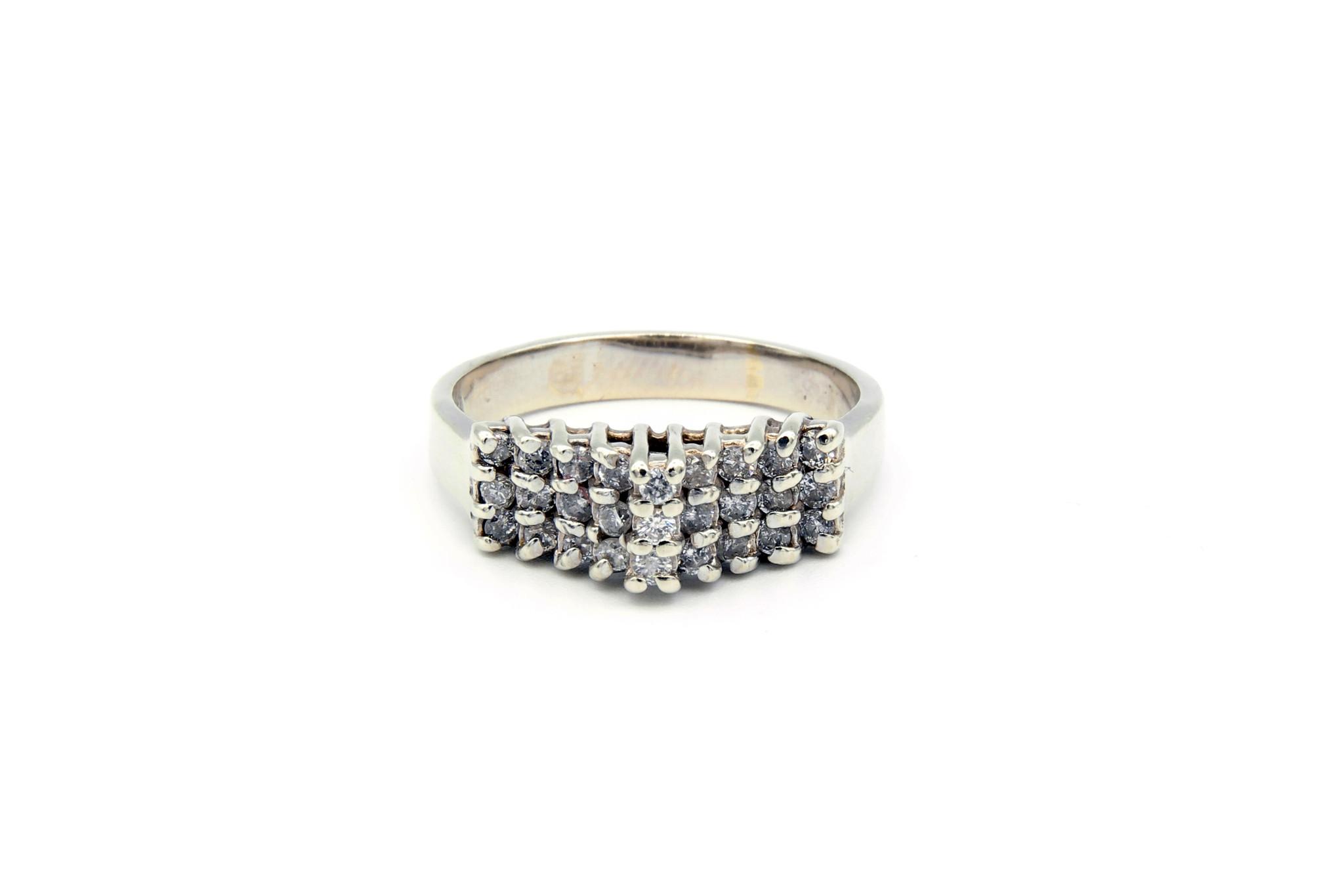 Ring verlovingsring trappetje in punt ingezet met diamantjes witgoud-1