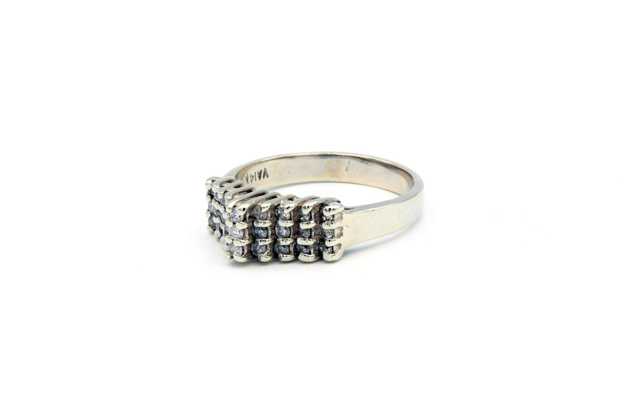 Ring verlovingsring trappetje in punt ingezet met diamantjes witgoud-3