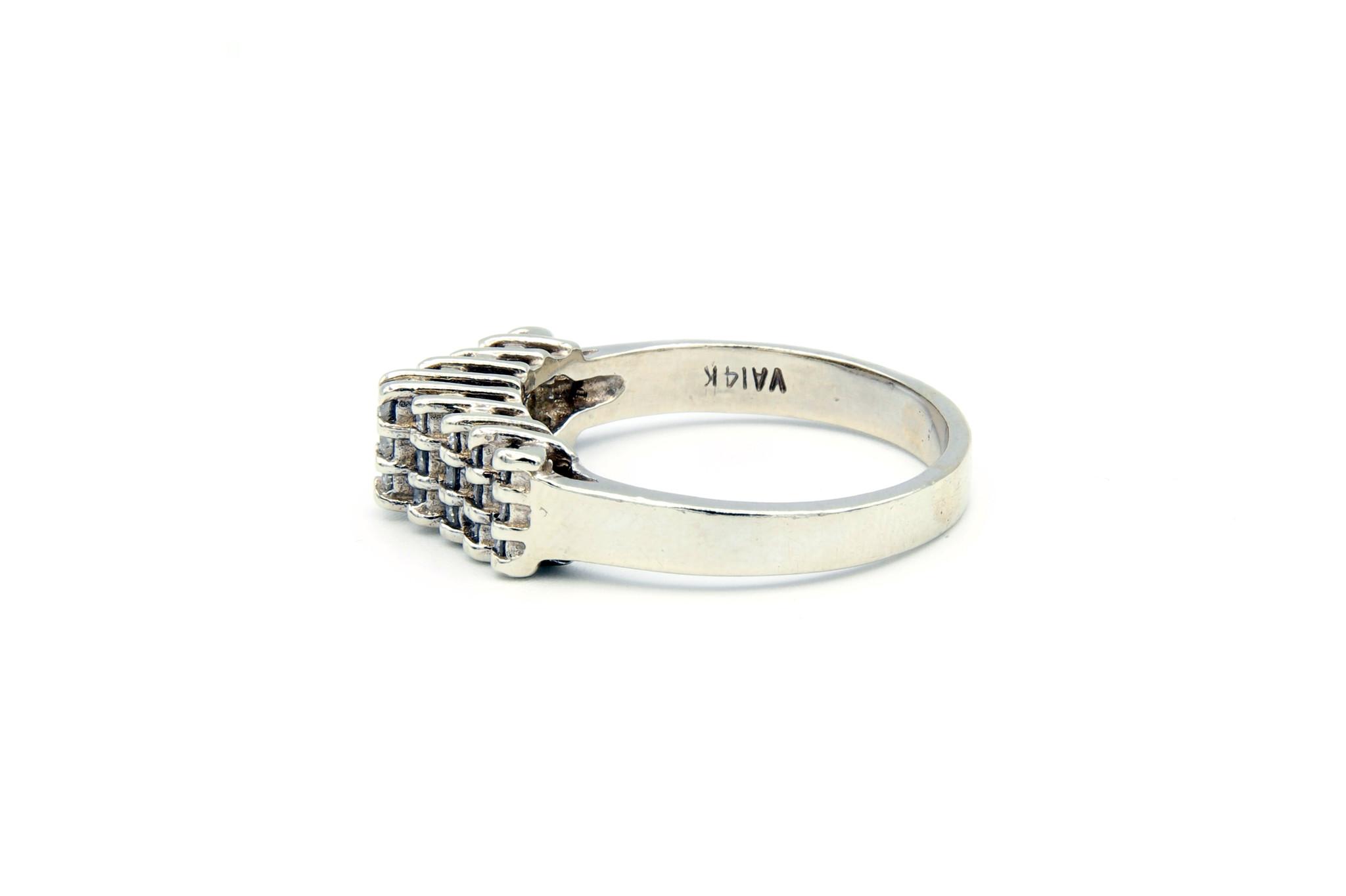 Ring verlovingsring trappetje in punt ingezet met diamantjes witgoud-4