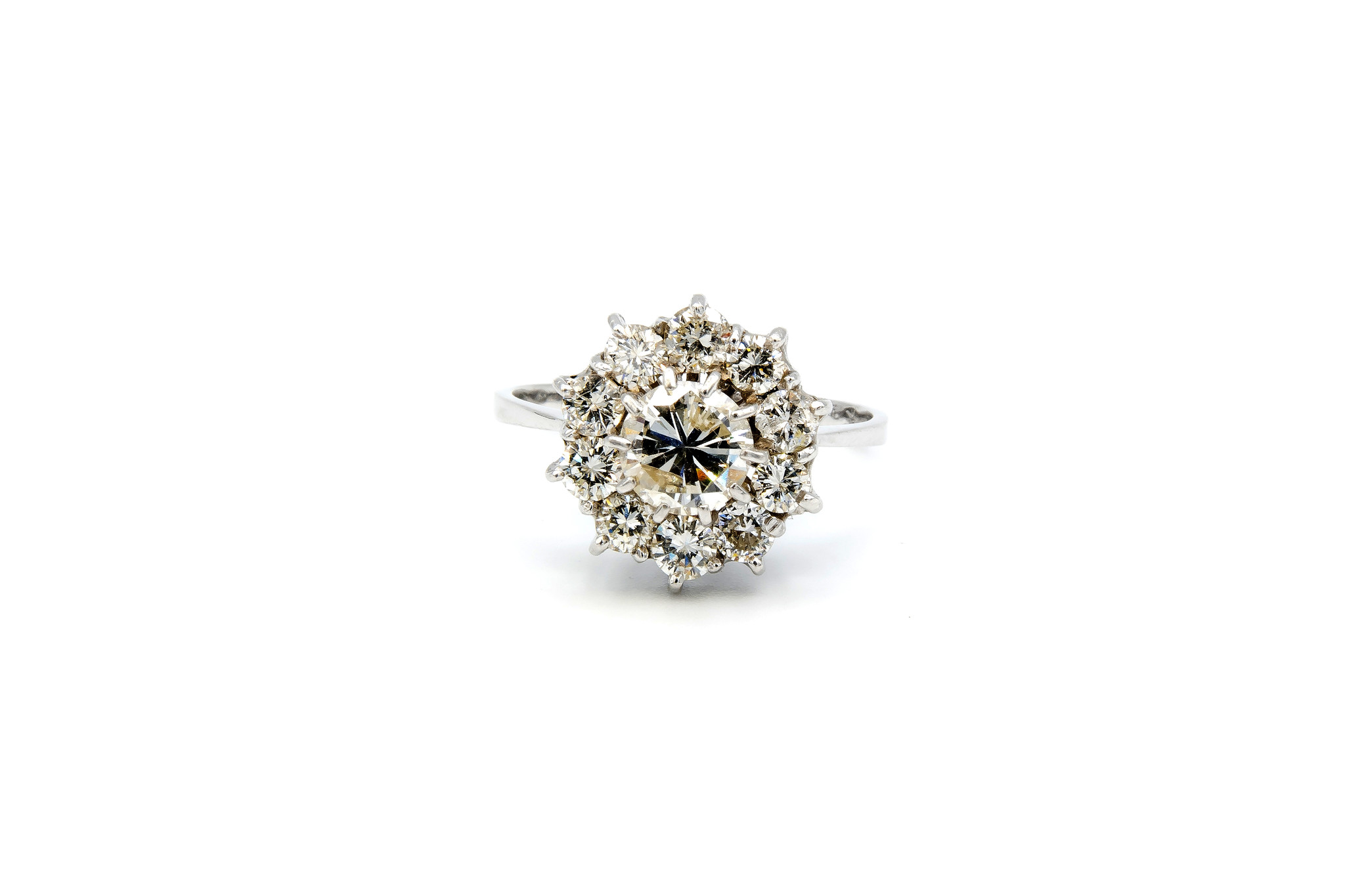 Ring verlovingsring grote synthetische diamant omringd door 10 lager ingezette diamanten witgoud-1