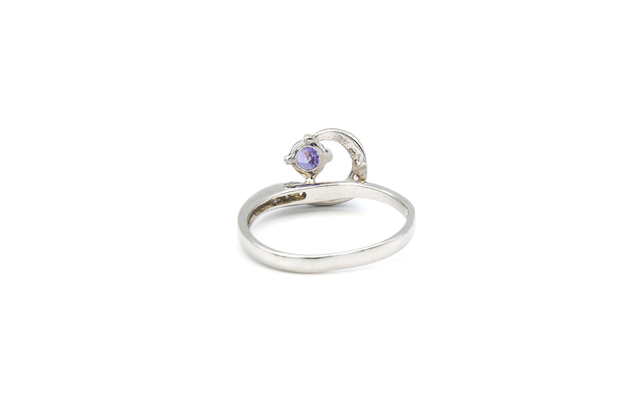 Ring verlovingsring lusje ingezet met zirkonia's en paarse steen zilver-3
