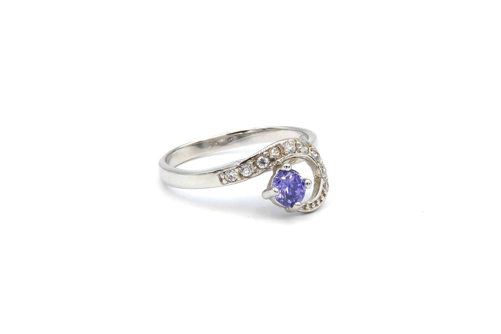 Ring verlovingsring lusje ingezet met zirkonia's en paarse steen zilver-2