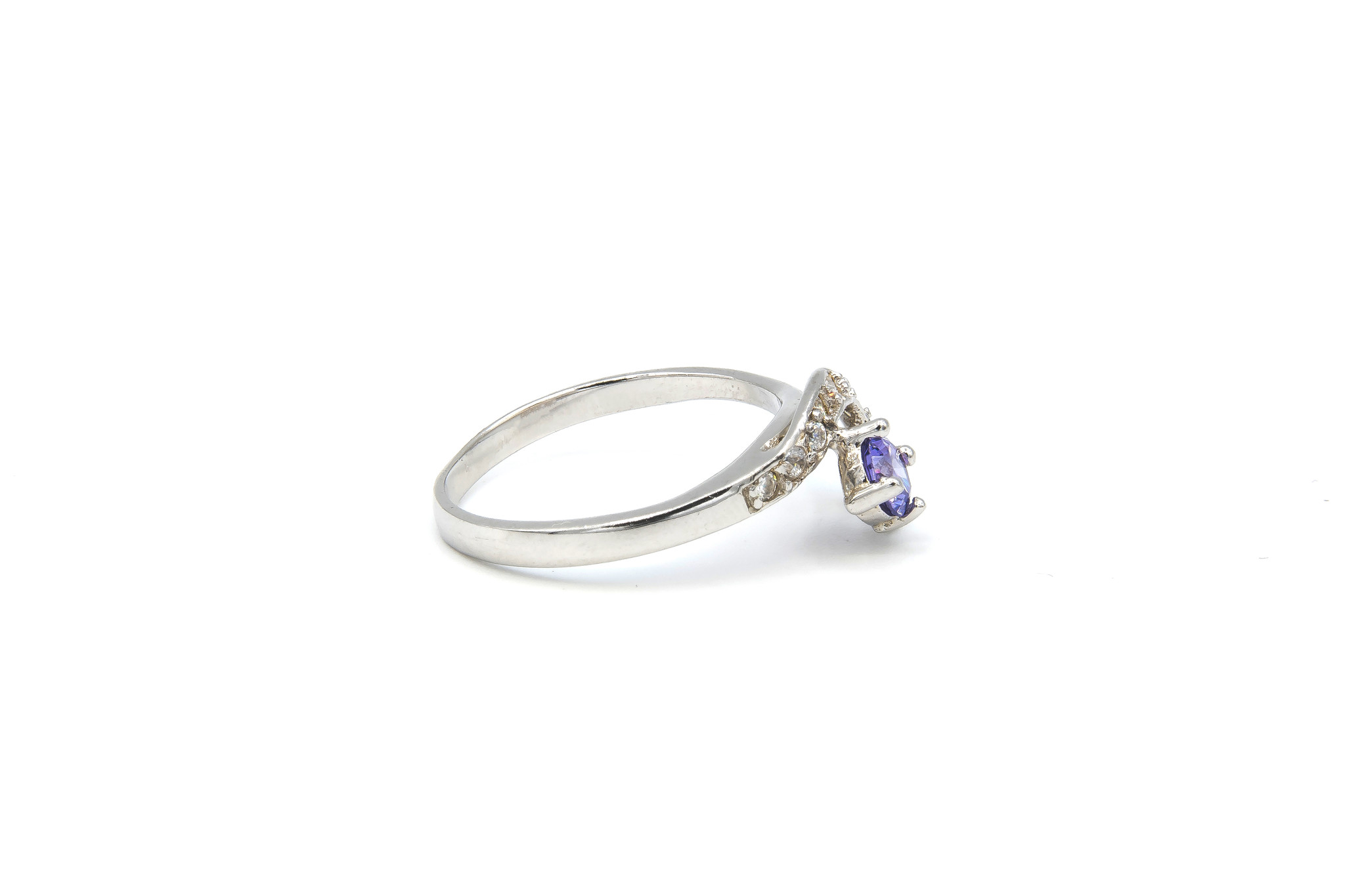 Ring verlovingsring lusje ingezet met zirkonia's en paarse steen zilver-5