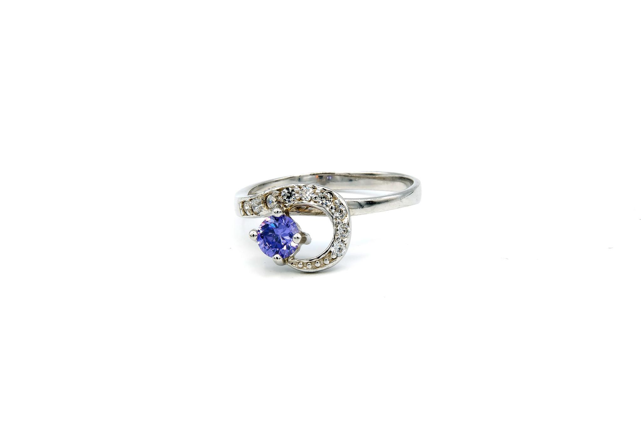 Ring verlovingsring lusje ingezet met zirkonia's en paarse steen zilver-1
