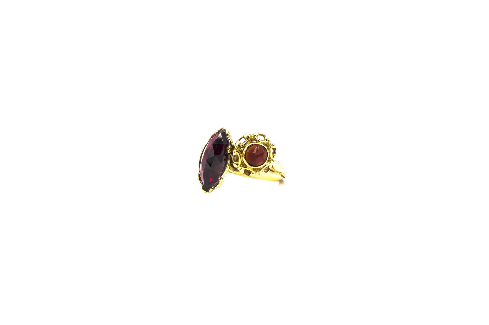 Ring samengesteld van 2 exemplaren met 2 donkerrode stenen-6