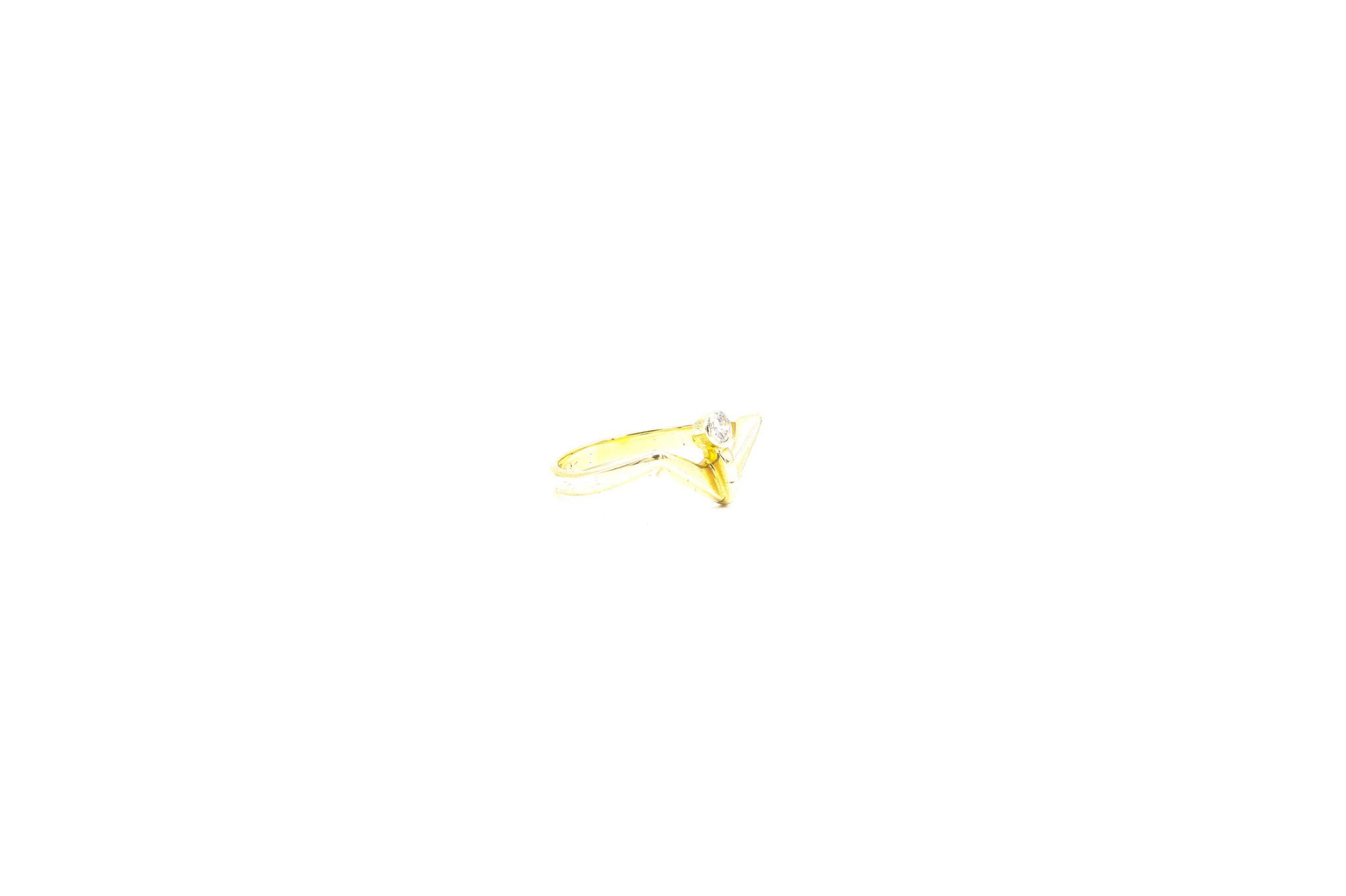 Ring met v-vorm en diamant-3